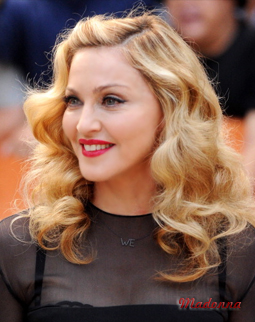 Красная помада на губах Мадонны