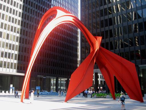"""Красный цвет в искусстве скульптура """"Фламинго"""""""