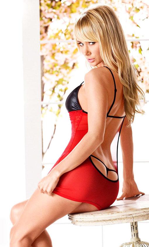 Красное нижнее бельё обладает магическими способностями и является символом страсти