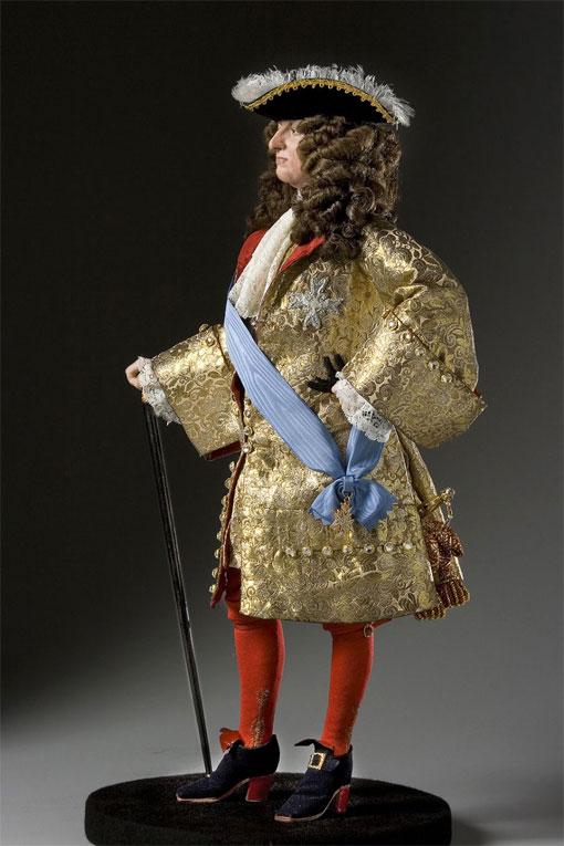 Король Франции и Наварры Людовик XIV де Бурбон в обуви на высоком каблуке