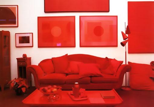 Красный цвет в гостиной следует подавать дозировано