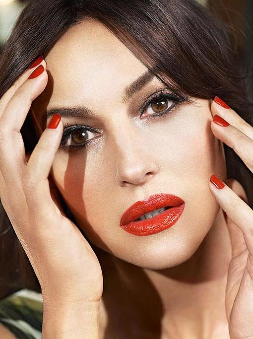 Актрисы красят губы красной помадой