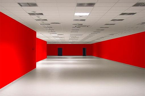 Стены красного цвета