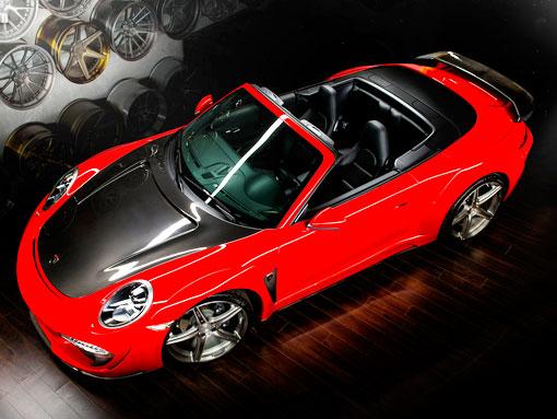 Красный порш 911 кабриолет вид сверху спереди
