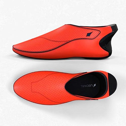 Красные кроссовки-навигаторы, изобретённые в Индии, не позволят сбиться с пути