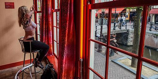 Квартал Красных фонарей Амстердама - территория легальных ночных бабочек