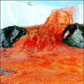 Кроваво-красный водопадТейлора в Антарктиде – непостижимое явление природы