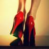 С чем носить красные туфли для создания гармоничного образа стильной женщины