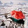 Датский художник Марко Эваристи перекрасил айсберг в красный цвет