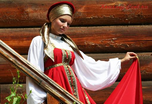 На Руси невесту в день свадьбы облучали в красный сарафан