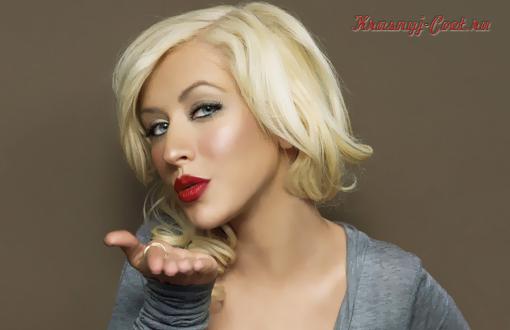 Красная помада для сильных, красивых и уверенных в себе блондинок