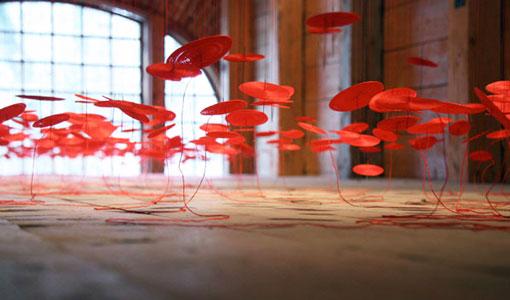 Уникальная инсталляция Беили Лю - Красная нить