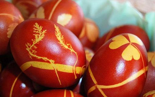 Почему на празднование Пасхи красят яйца в красный цвет