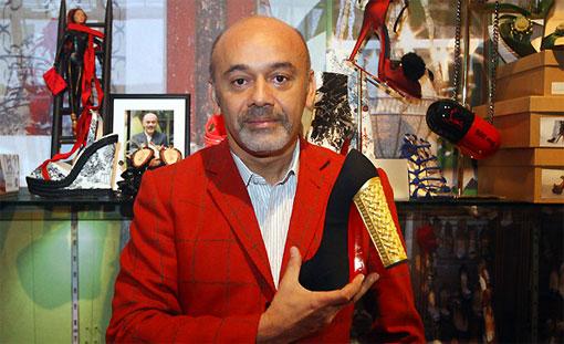 Чёрная обувь с ярко-красной подошвой Кристиана Лубутена