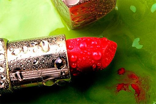 Красная помада символ страсти