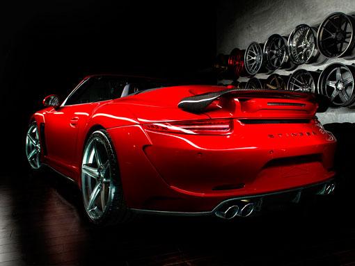 Красный порш 911 кабриолет вид сзади