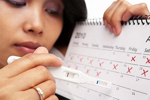Помнят девушки не зря, про красные дни календаря