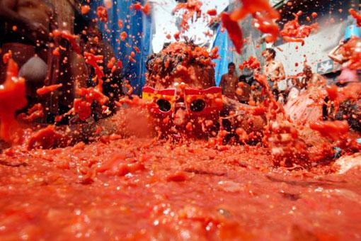 Фестиваль Ла Томатина – битва помидорами в городке Буньоль на востоке Испании