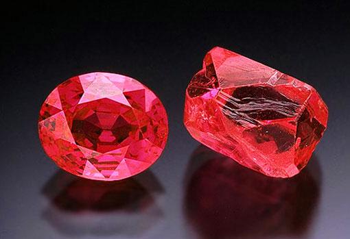 Красный драгоценный камень рубин