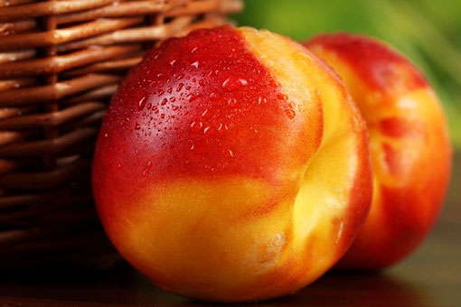 Профилактические и полезные свойства нектарина - плода вечной жизни